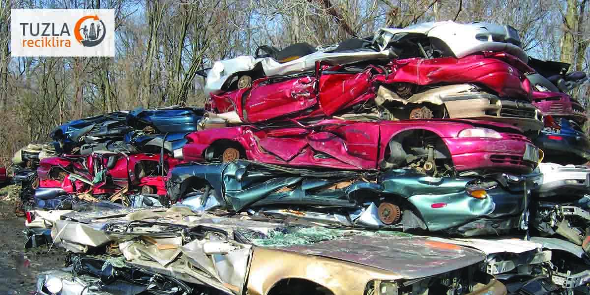 Koriste li proizvođači automobila recikliran materijal?